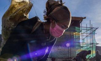 西藏第一座宫殿——雍布拉康进行维修保护