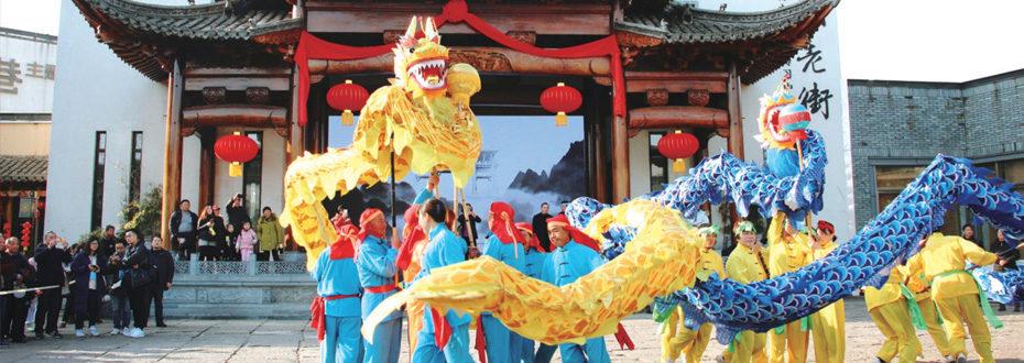 安徽黄山举行大型民俗踩街活动