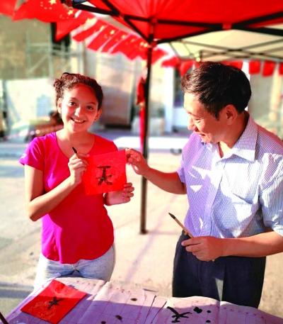 卡尔卡拉儿童慈善艺术节展示中国文化