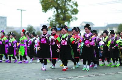 贵州省黔东南苗族侗族自治州举行跳鼓活动