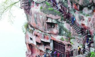 乐山大佛景区的九曲栈道重新对游客开放