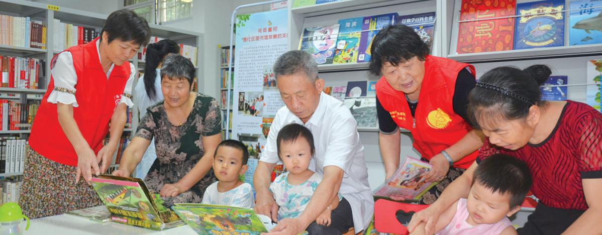 60多位退休老人为社区图书馆志愿服务17年