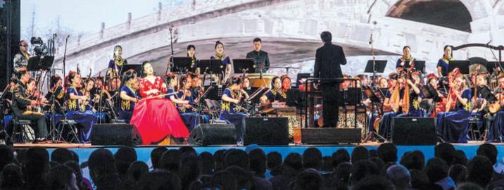 大型民族管弦乐交响曲《大河之北》在塞罕坝上演