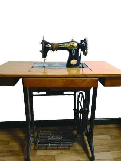 李莉:缝纫机奏响爱与勤俭的交响曲
