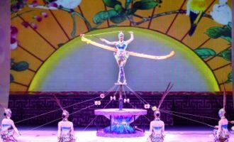 《希望的田野》魔术专场演出在郑州上演