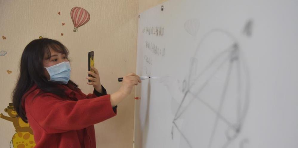 成都:开展远程教育教学 降低疫情影响
