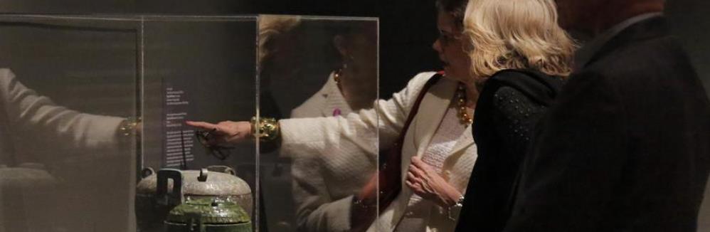 中国古代青铜礼器展览会预展在美国休斯敦举行