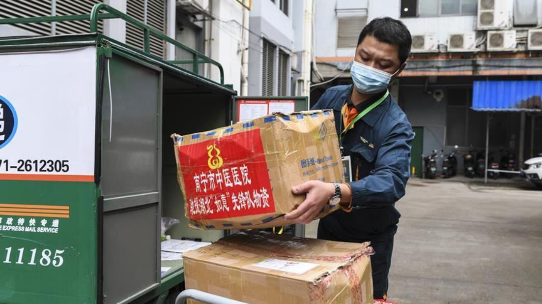 广西南宁:免费为援鄂医护人员寄递返程行李