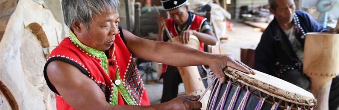 云南西盟:民间手工艺制作助脱贫增收