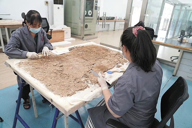 唐李道坚墓壁画第一阶段修复完成 珍贵壁画复活唐代生活场景