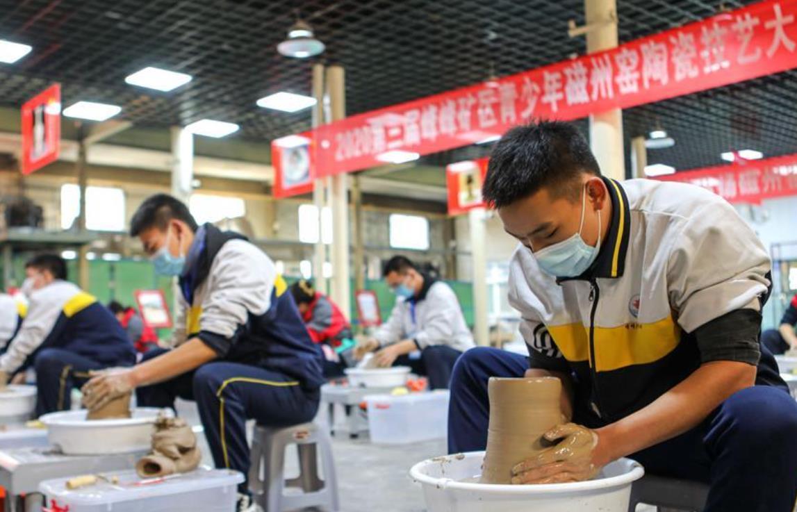 河北邯郸:青少年比拼陶瓷技艺