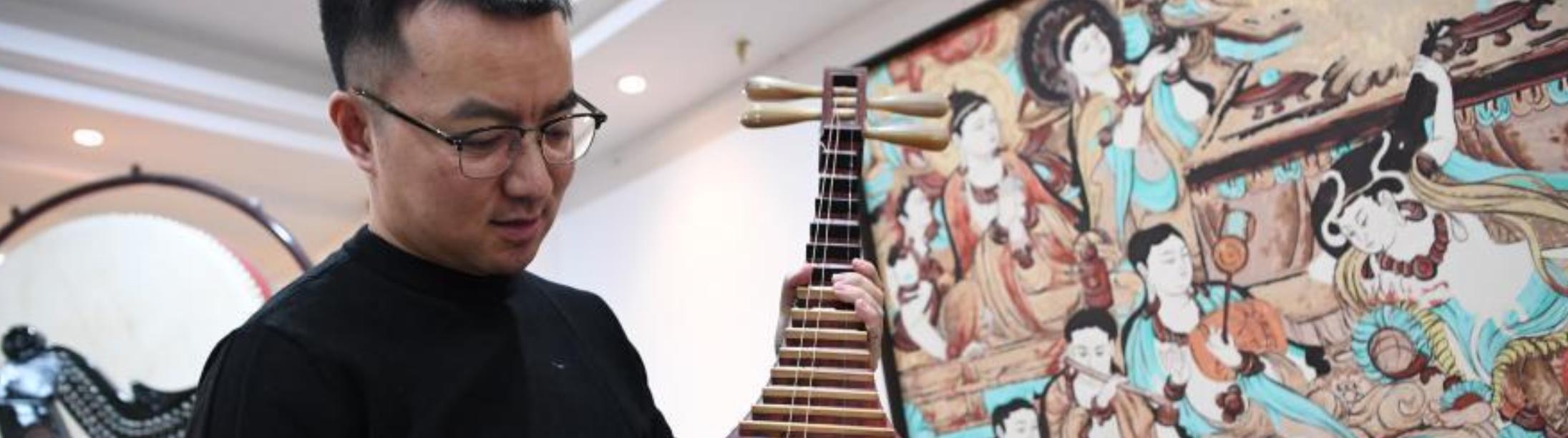 反弹琵琶乐古今——马成虎的敦煌壁画乐器复原故事