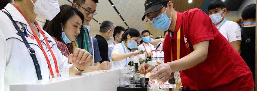 走进首届中国国际消费品博览会