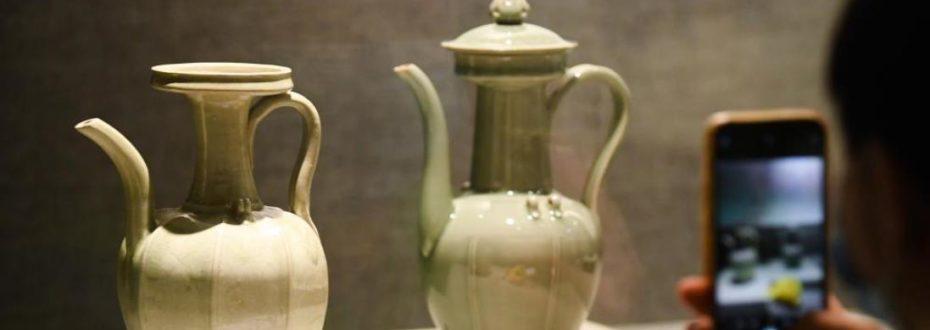 浙江省博物馆举办龙泉青瓷制釉技艺古今对比展